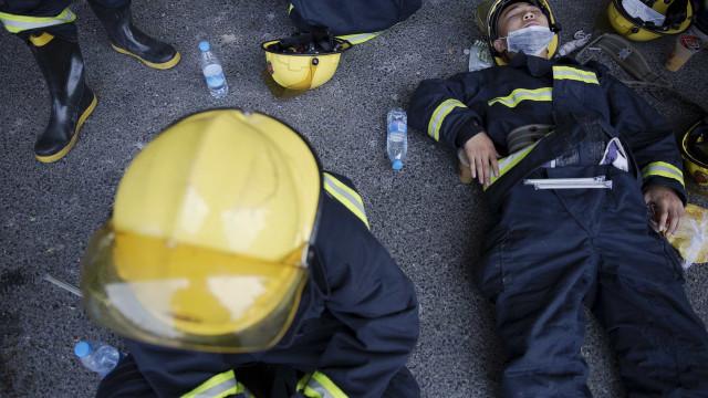 26 bombeiros morrem em combate a incêndio na China
