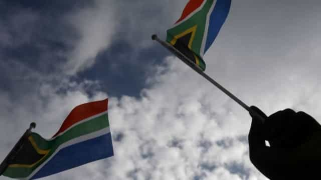 Winnie Mandela está hospitalizada com infecção nos rins