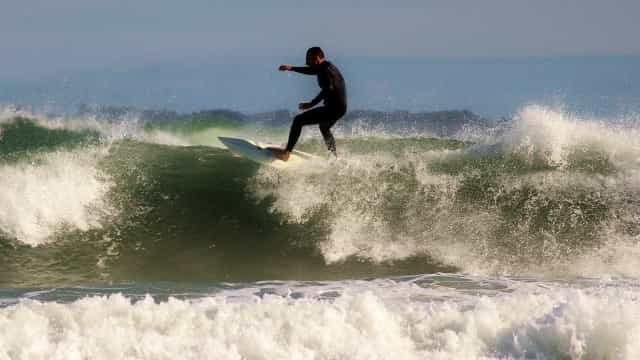 Coronavírus: surfista brasileiro está confinado em El Salvador