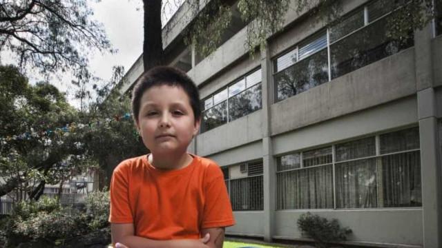 Carlos tem 9 anos, está na faculdade e estará licenciado em breve