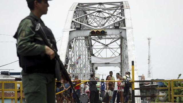 Venezuela reabre parte da fronteira com a Colômbia