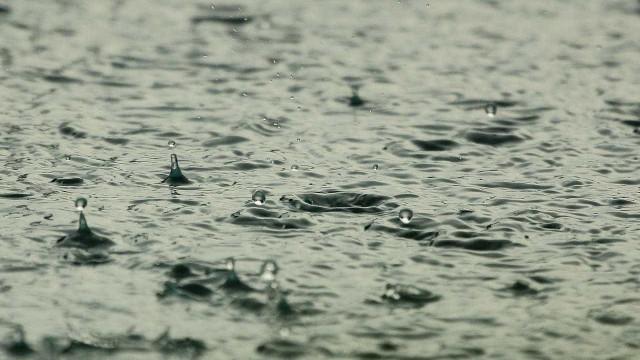 Chove no Rio há quase 24 horas e cidade está em estágio de atenção