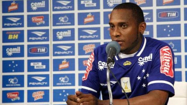 Willians não treina no Cruzeiro e pode acertar com o Corinthians