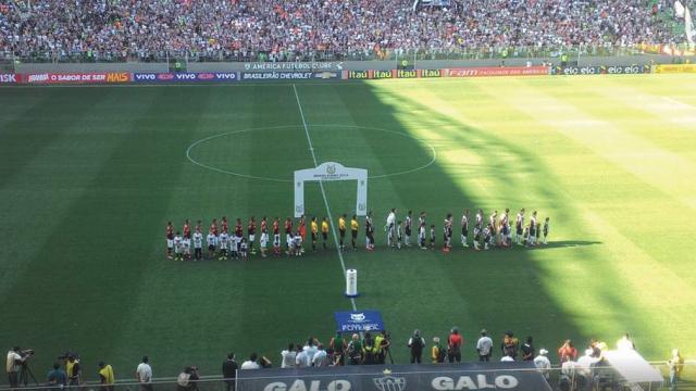 Atlético-MG goleia Flamengo e mantém perseguição ao líder