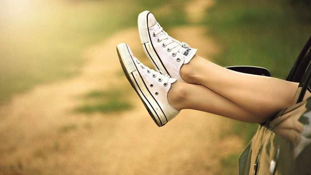 Veja truque caseiro para deixar seu tênis branco impecável
