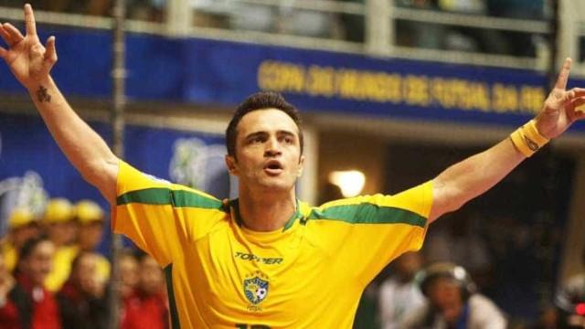 Craque do futsal, Falcão não aceita provocações e cospe em torcida no Sul