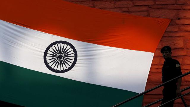 Morte de jovem após estupro coletivo gera indignação na Índia