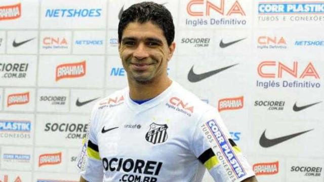 Renato estende contrato com Santos até dezembro do próximo ano