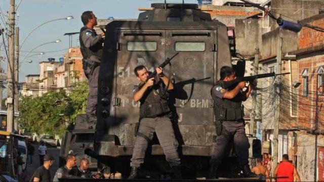 CPI quer chips em armas usadas por policiais do RJ