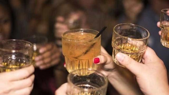Milhares de ucranianos morrem intoxicados por álcool todo ano