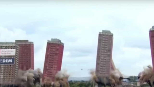 Famosas torres vermelhas foram demolidas em sete segundos