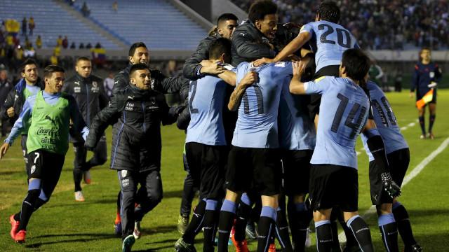 Em visita de Infantino, Uruguai oficializa interesse em receber Copa de 2030
