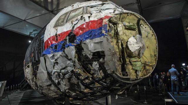 Russos e ucraniano são acusados por acidente aéreo na Malásia
