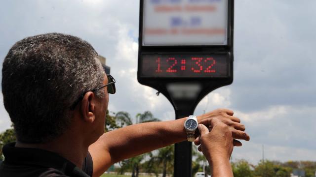 Horário de verão acaba hoje; atrase seu relógio