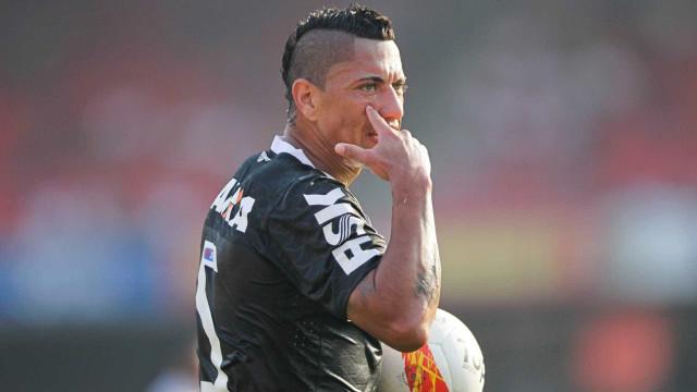Com dores, Ralf deve desfalcar Corinthians contra o Flamengo