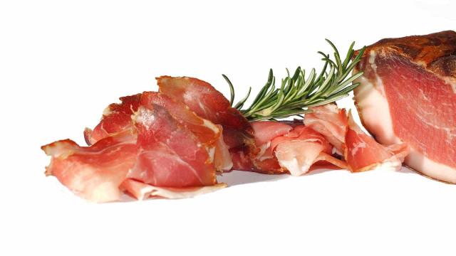 Quatro alimentos que causam enxaquecas. Evite!
