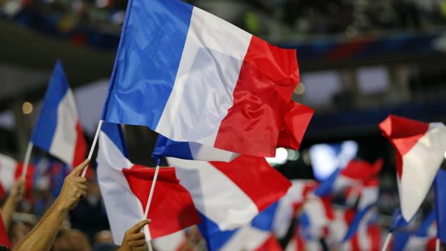 França tem manifestações para exigir fim  do estado de emergência
