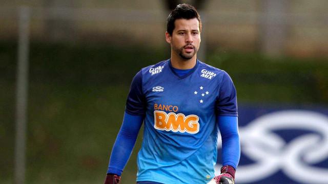 Terceiro goleiro do Galo falha, Fábio brilha e Cruzeiro vence clássico