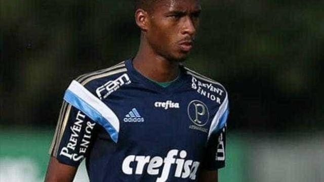 Matheus Sales renova contrato com o Palmeiras até 2020