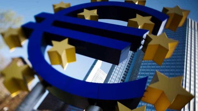 PMI composto da zona do euro sobe a 53,7, maior nível em 3 meses