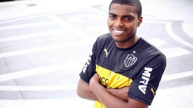 Corinthians anuncia a contratação do zagueiro Jemerson por empréstimo