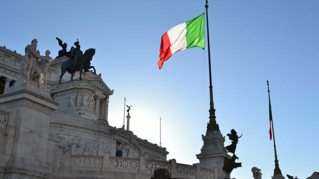 Grupo de jovens espanca imigrantes em Roma