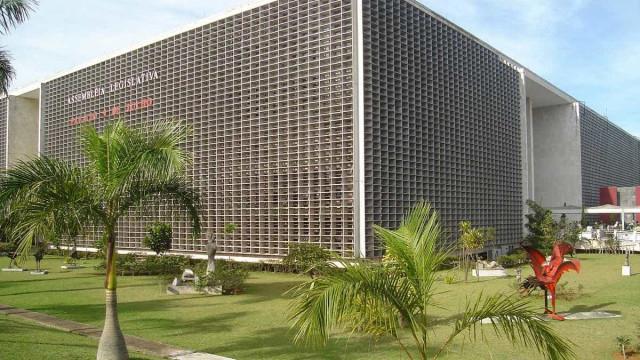 Deputados de SP fazem 'nepotismo trocado' com nomeações de parentes