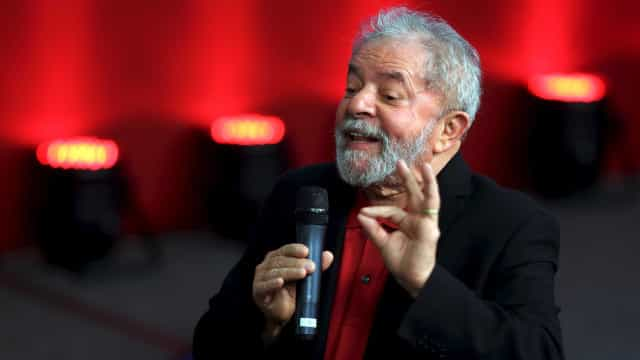 Deputado do PT diz que Lula está fazendo exame para sair da prisão