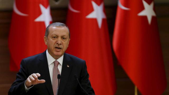 """Turquia anuncia projeto para """"zona de segurança"""" após final da trégua"""