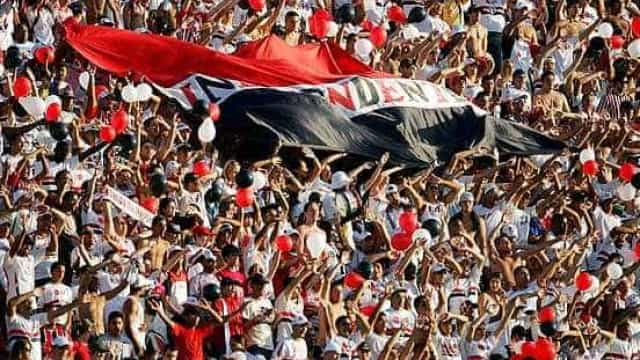 """São Paulo supera expulsão, segura CSA e vence com time """"made in Cotia"""""""