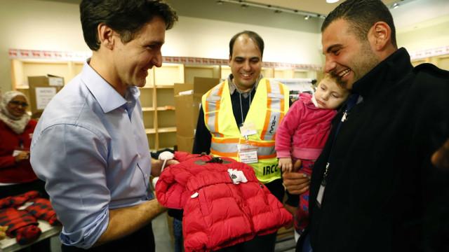 Canadá recebe primeiros refugiados sírios em Toronto