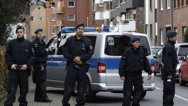 Polícia holandesa prende 14 em protesto contra centro de refugiados