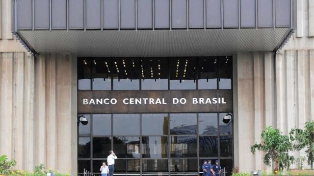 Atividade econômica recuou  4,5% em 2016, diz Banco Central