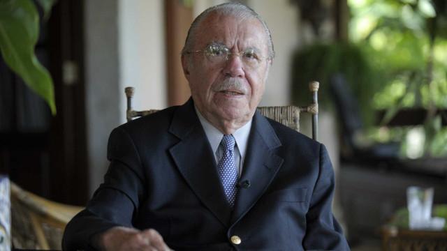 Democracia não está em risco, mas Brasil vive labirintoo, diz Sarney