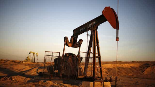 EUA acabam com isenções para importação de petróleo do Irã