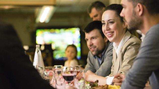 Sete precauções quando for jantar fora com os amigos
