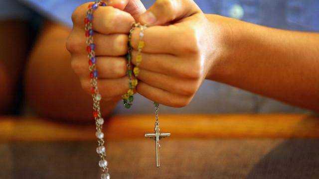 Estudo investiga o papel da oração em pacientes com Covid-19