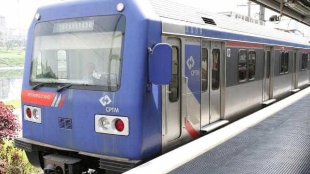 Passageiro cai no vão entre trem e plataforma de estação em Suzano
