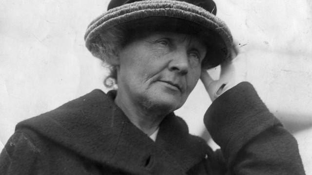 'Radioactive', filme sobre Marie Curie, agrada e irrita em proporção igual