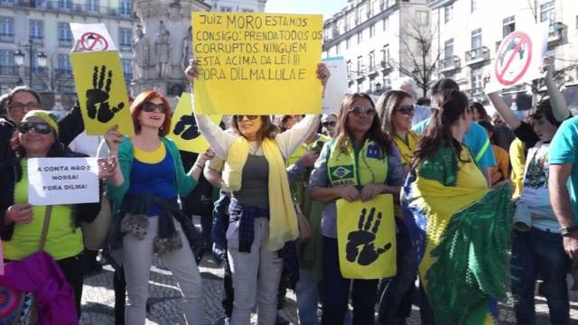 Brasileiros em Portugal também fazem ato contra Governo Dilma. Veja fotos!