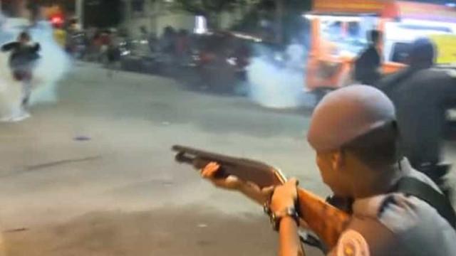 Grupos entram em confronto durante ato contra Dilma na PUC-SP