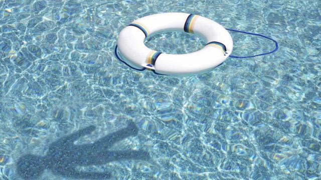 Adolescente é encontrado morto dentro de piscina em Ibiza