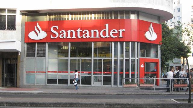 Santander demite 20 pessoas por dia útil em junho