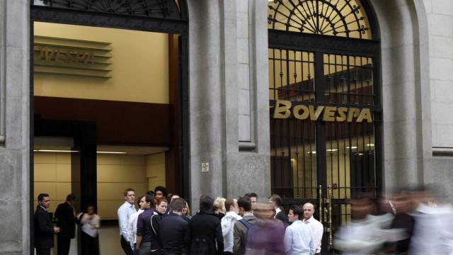 Dólar volta a subir e Bolsa cai após Bolsonaro falar sobre Previdência