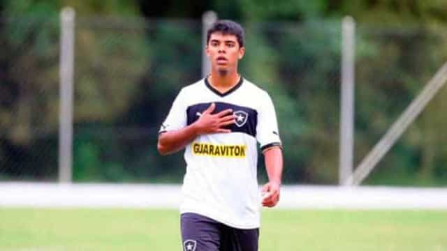 Leandro vive expectativa de começar entre titulares do Bota contra Boavista