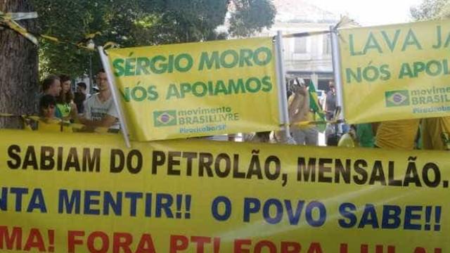 Homem pró-governo é tirado de ato contra Dilma sob gritos e ameaças