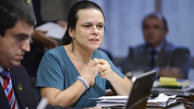 Janaína Paschoal: mandar médicos cubanos de volta é reverenciar Fidel