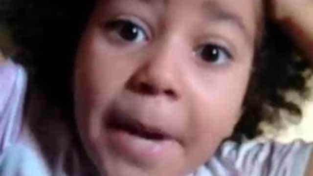 Garota faz sucesso com orgulho black power: 'Não é peruca, eu sou preta'