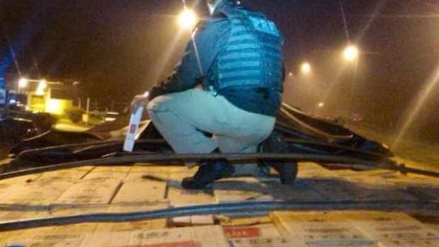 PF apreende caminhão com carga de cigarros contrabandeados do Paraguai