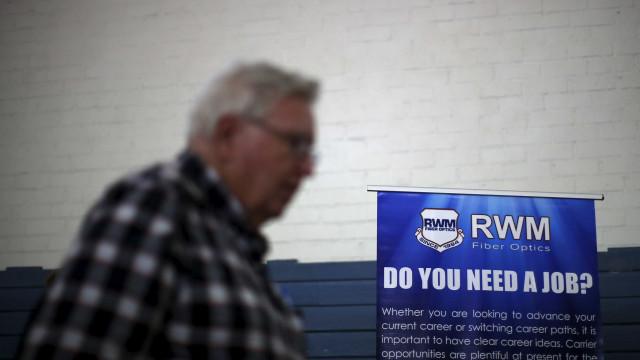 Pedidos de auxílio-desemprego nos EUA caem 24 mil na semana, a 400 mil